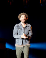 Mat Kearney walks out to see the crowd!